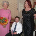 Helen Mirren została królową dla niepełnosprawnego chłopca [VIDEO]